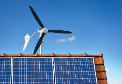 Kleinwindkraftanlage auf einem Hausdach