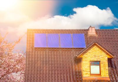 Solarthermie Anlage auf Hausdach